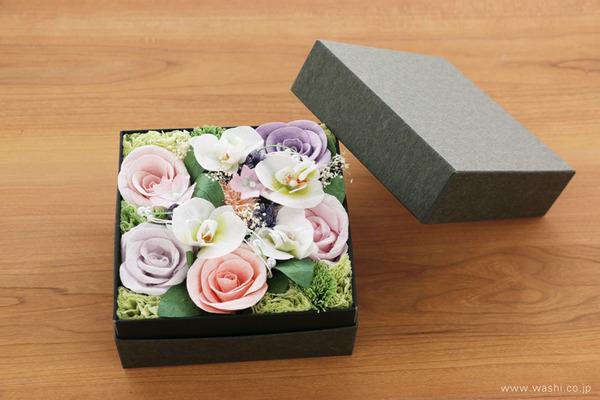 ご退職祝いに贈る、胡蝶蘭とバラの和紙製フラワーボックス
