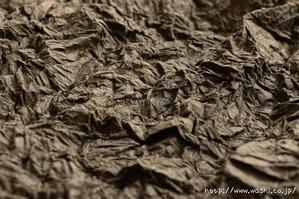 もみ和紙加工の途中段階。山脈みたいですね