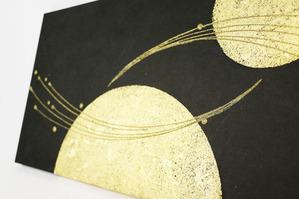 華やかな本金と樹脂のデザイン