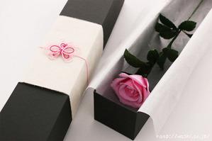 結婚1周年紙婚式や誕生日プレゼントにおすすめの和紙の花「一輪のバラ」蝶々の水引飾り付き