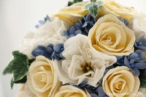 結婚1周年の紙婚式プレゼント。トルコ桔梗とアイビーの和紙ブーケ (花部アップ)