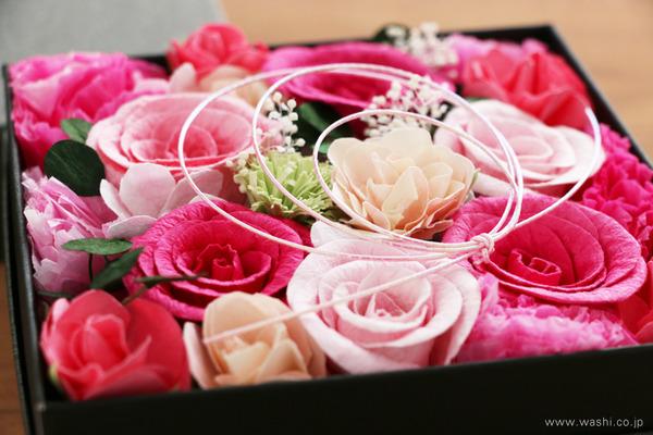 昇進を祝う華やかな和紙製お祝い花・ボックスアレンジメント (アップ)