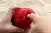 全体に和紙を貼る(リンゴ型オブジェの作り方)2