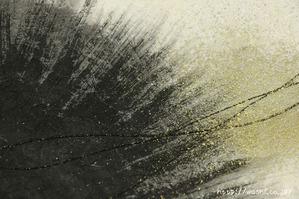 内から外に向かって墨の刷毛目で画いた創作和紙 (2)