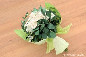 結婚1周年の紙婚式プレゼントに和紙ペーパーフラワーブーケ(ホワイト&グリーン)ラッピング