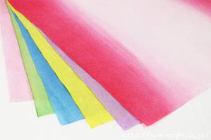 ラッピング用の和紙も自社で染色しています。