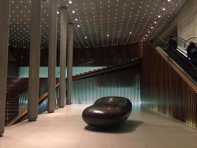 西宮芸文センター1階のエントランスにあるオブジェ