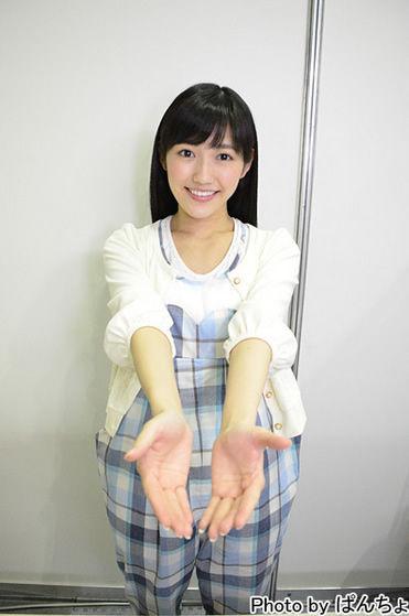 渡辺麻友エア握手