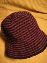 平和通りのギャラリーにて-ニット帽編