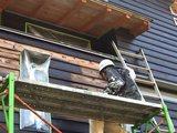 上林の家 板壁塗り完了間近