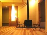 上林の家薪ストーブと椅子