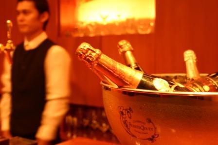 シャンパン越し 渡辺