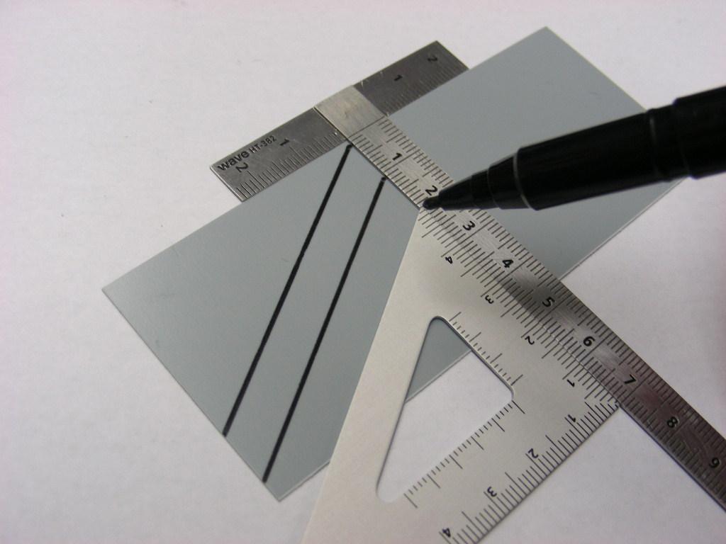 HGステンレスT定規、同(Lサイズ)と組み合わせて使えば、決まった幅のラインを平行に引きたい時に便利です。
