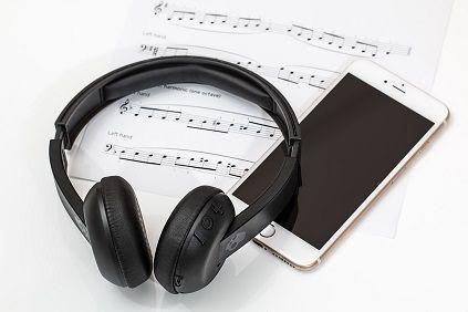 headphones-2789078_1280