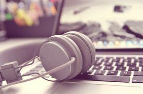 headphones-338492_1920