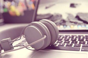 headphones-338492_960_720