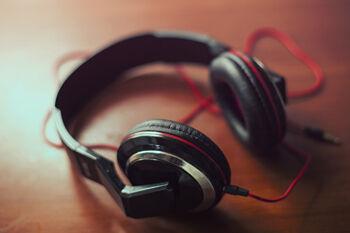 headphones-407190_1920_R