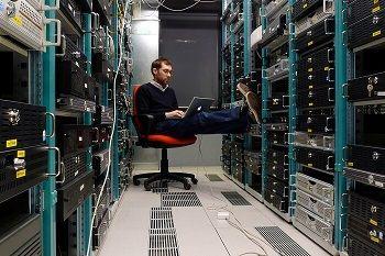 network-engineer-working