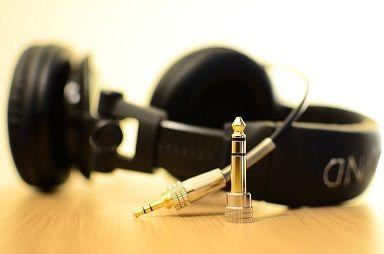 headphones-141301_960_720