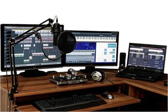 studio-1003635_1920_R