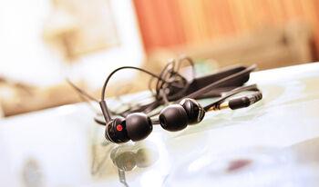 earphones-893156_1920