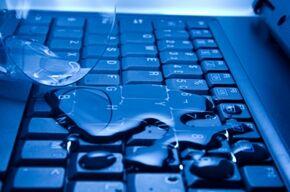 water_laptop_l_01