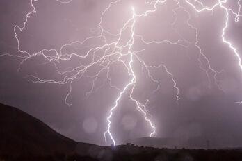 lightning-399853_1920_R