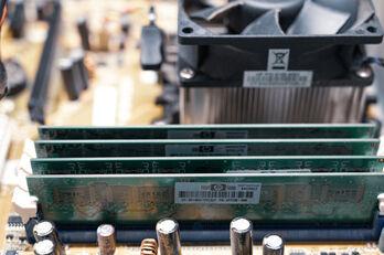 circuit-board-5759541_1920_R