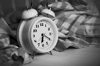 IT技術者は月27時間の睡眠不足
