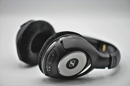 headphones-3683983_1280