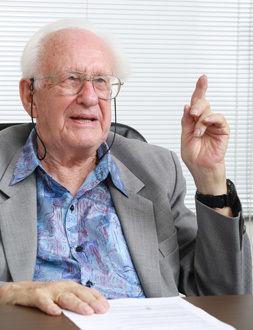 平和学者ヨハン・ガルトゥング博士