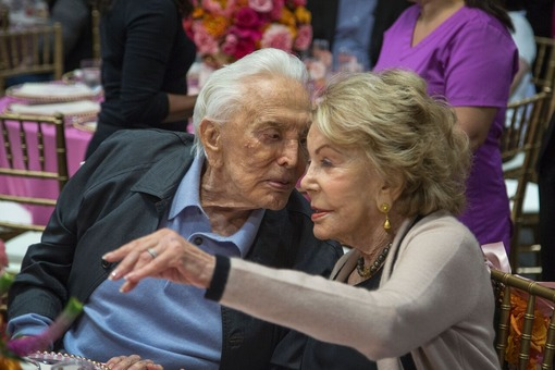 Kirk-Douglas-Anne-Buydens-2-Getty-Images[1]