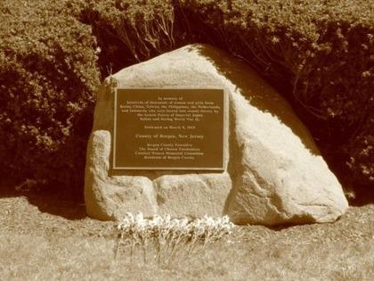 ニュージャージー州の慰安婦の碑20150923-05421708