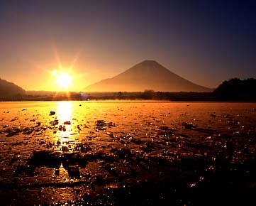 富士山朝の輝き