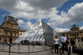 Louvre's missing pyramid 2