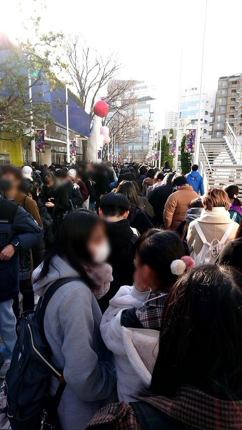 【朗報】TDCホールで開催されるIZ*ONE日本デビューショーケースのグッズ販売に1000人以上が大行列wwwwww