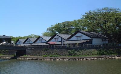 山居倉庫全景