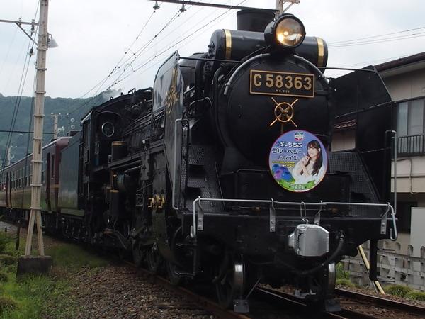 蒸気機関車 秩父鉄道パレオエクスプレスと美少女駅員