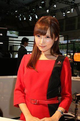 【画像】東京モーターショーの三菱フロアのコンパニオンが可愛いwwwwwwwwwww