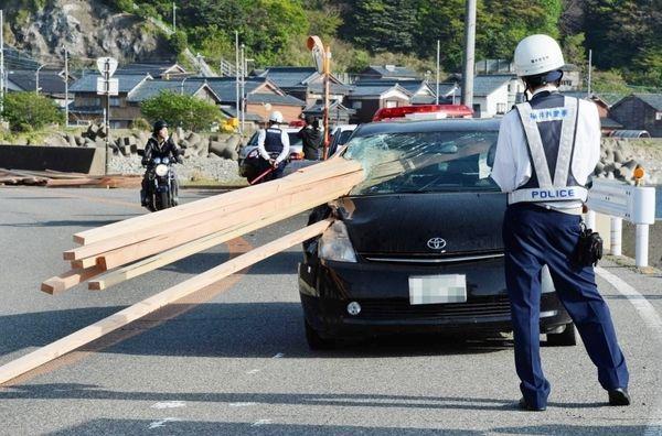 【画像あり】福井の角材直撃事故怖すぎだろ…