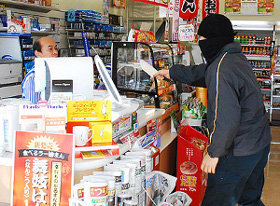 コンビニ強盗「3、4万くれや」店長「ないわ」強盗「ほな帰るわ(´・_・`)」