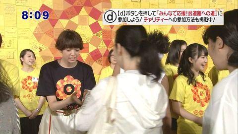 【悲報】 24時間テレビでモーニング娘17とかいう新人アイドルが握手をスルーされるwwwwwwww (※画像あり)