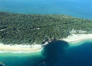 【豪州】レインボービーチ 突然100メートルの巨大な穴開き、200人が避難