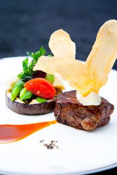 牛フィレ肉のロースト夏野菜のガトー仕立て