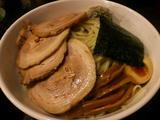 つけめん(正油)大盛 エビ抜き+上豚バラチャーシュー (麺・具)