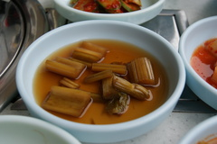 セロリ・チャンアチ(セロリの酢醤油漬け)