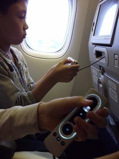 大韓航空の機内(エコノミークラス)にて