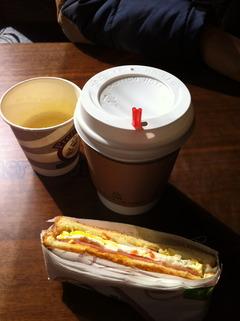 トーストとジュースが無料