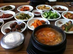 チョングッチャン(5000ウォンの韓食定食)