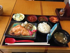 韓国でシャケ定食